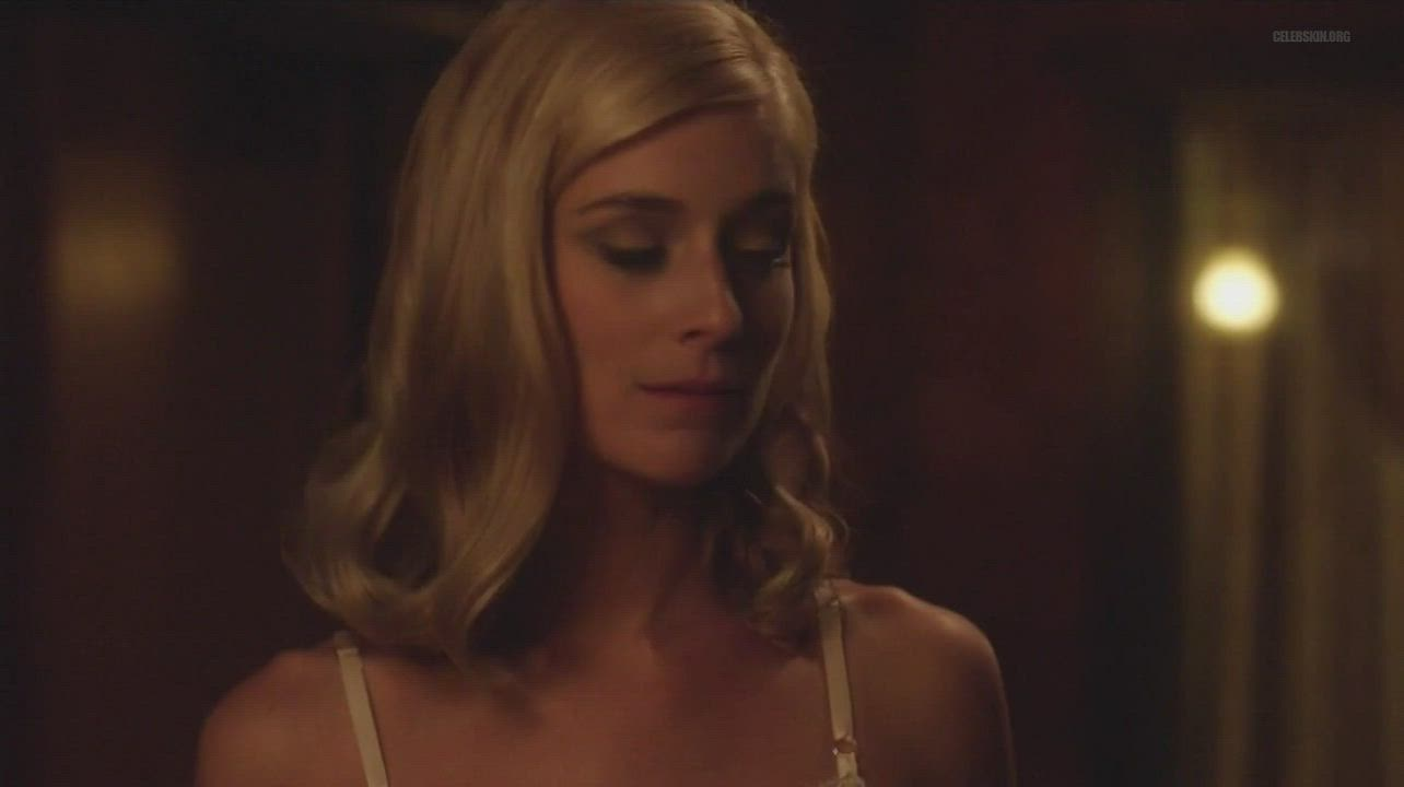 As textile guest, Libby felt that freedom on an overnight walk (Caitlin Fitzgerald - Masters of Sex S4E06 (US2016)) (2/2)
