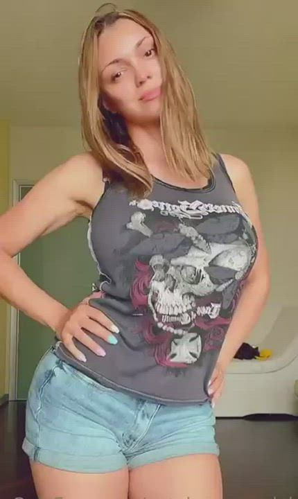 fit babe dancing