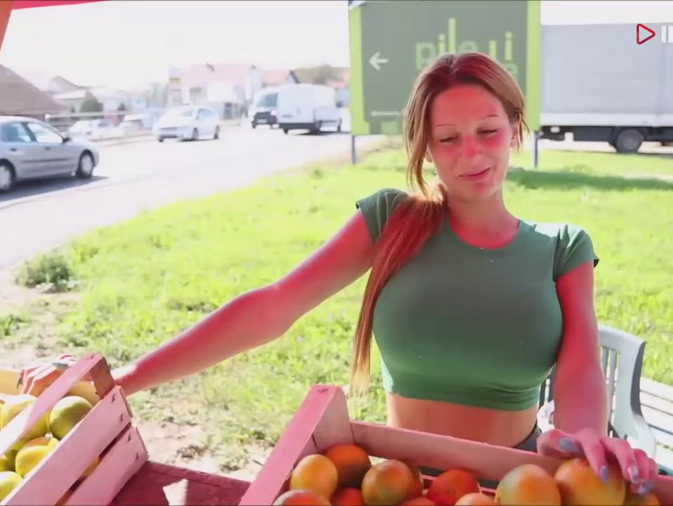 Fruit stand babe