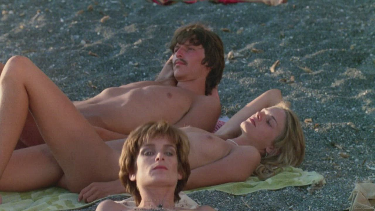 Michael goes swimming, Lina joins him to the caverns (Valérie Quennessen & Peter Gallagher - Summer Lovers (US1982)) (2/4)