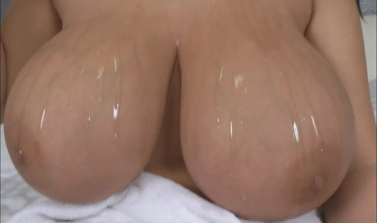 Incredible trails of oil going down Leanne's huge tits