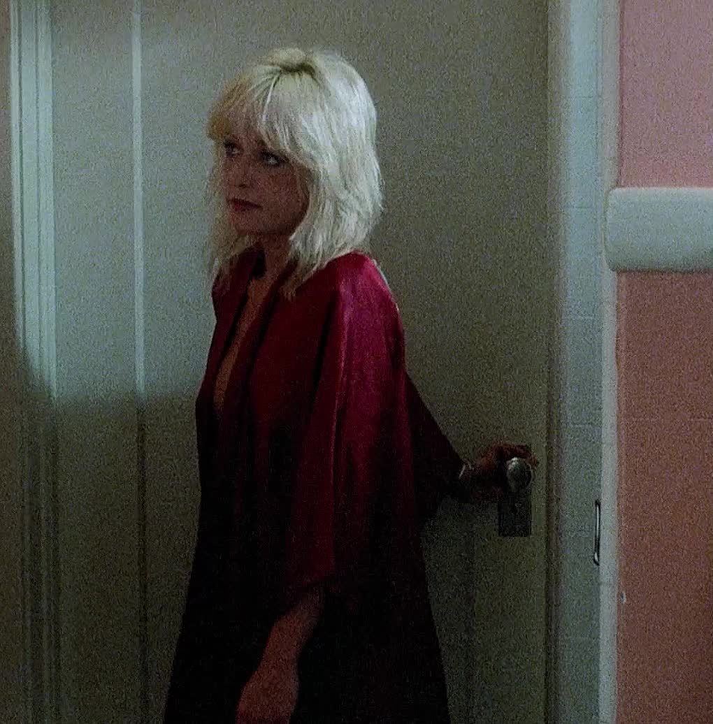 Linnea Quigley - Witchtrap (1989)