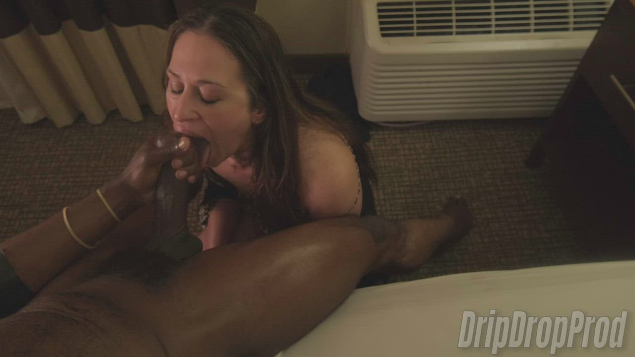 💦 Hot Slut Wife Keeps Sucking Her Bull's Cock After He Cums On Her Face 💦