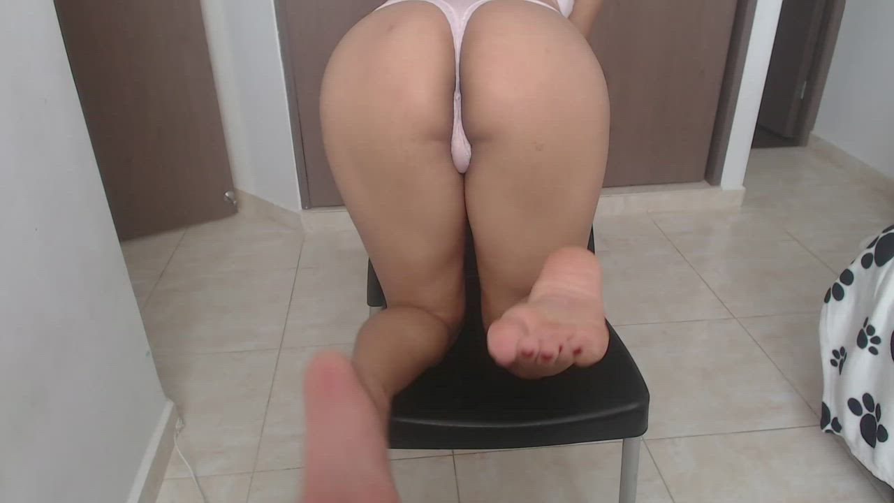 looking to have my feet tickled