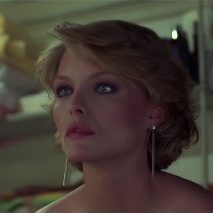 Michelle Pfeiffer - beautiful naked plot in Into the Night (1985)