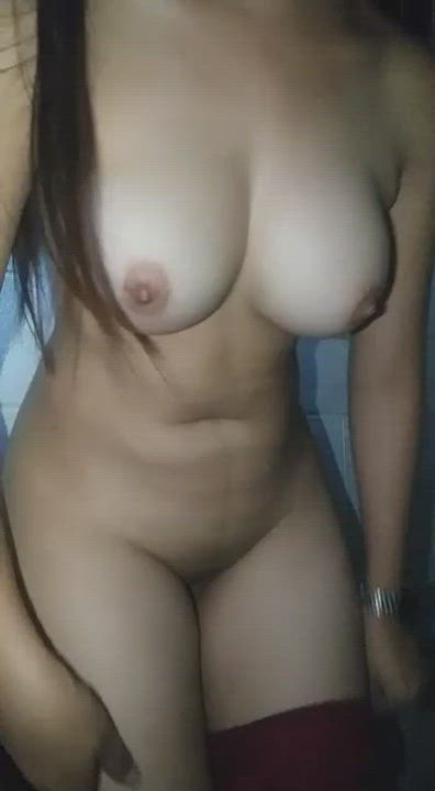 Who wants to lick her pussy