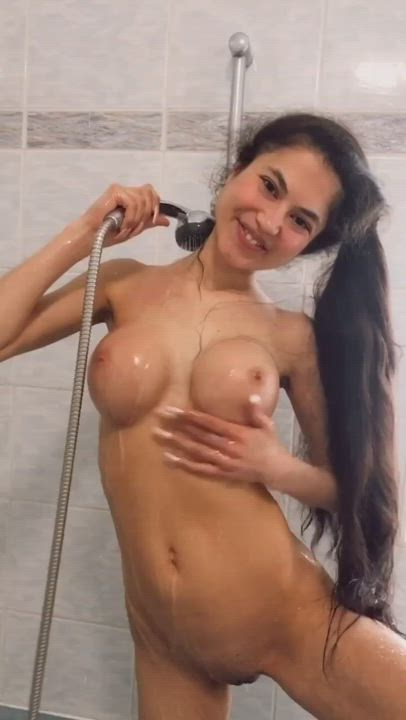 Upvote for a free nude