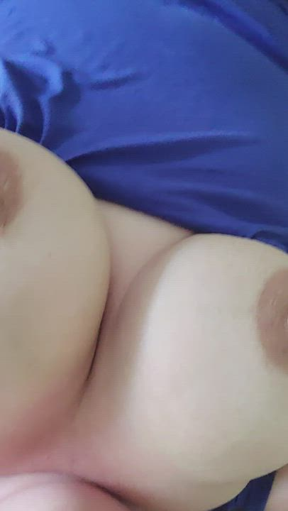 I'm horny...come play with me...