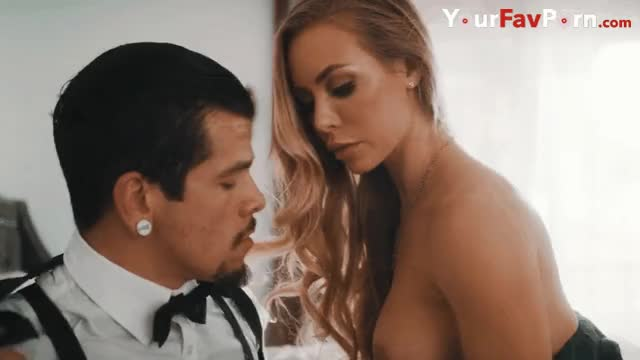 nicole Aniston wants to engulf!!