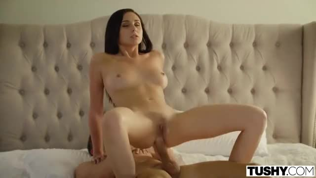 Ariana Marie - Her Hips Don't Lie