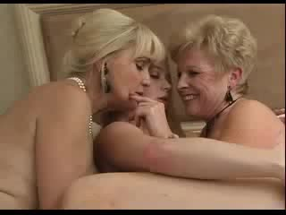 beauty milfs are giving a kiss