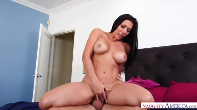 rachel Start cums whilst riding a dick