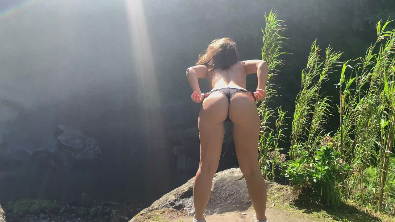 """You liked my rainbow pic so much that I am showing you the """"making off"""" with a booty view"""