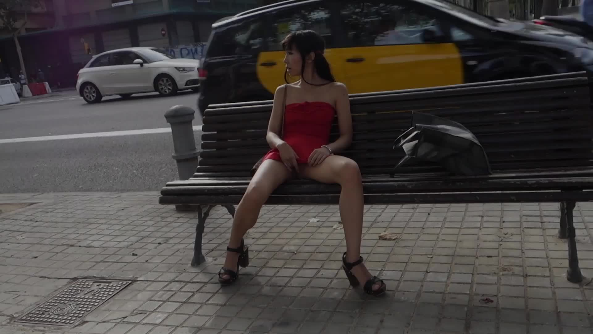 I like flashing my pussy and tits in public