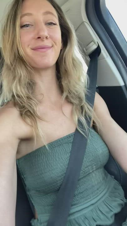 Showing you my tits while I drive..carefully