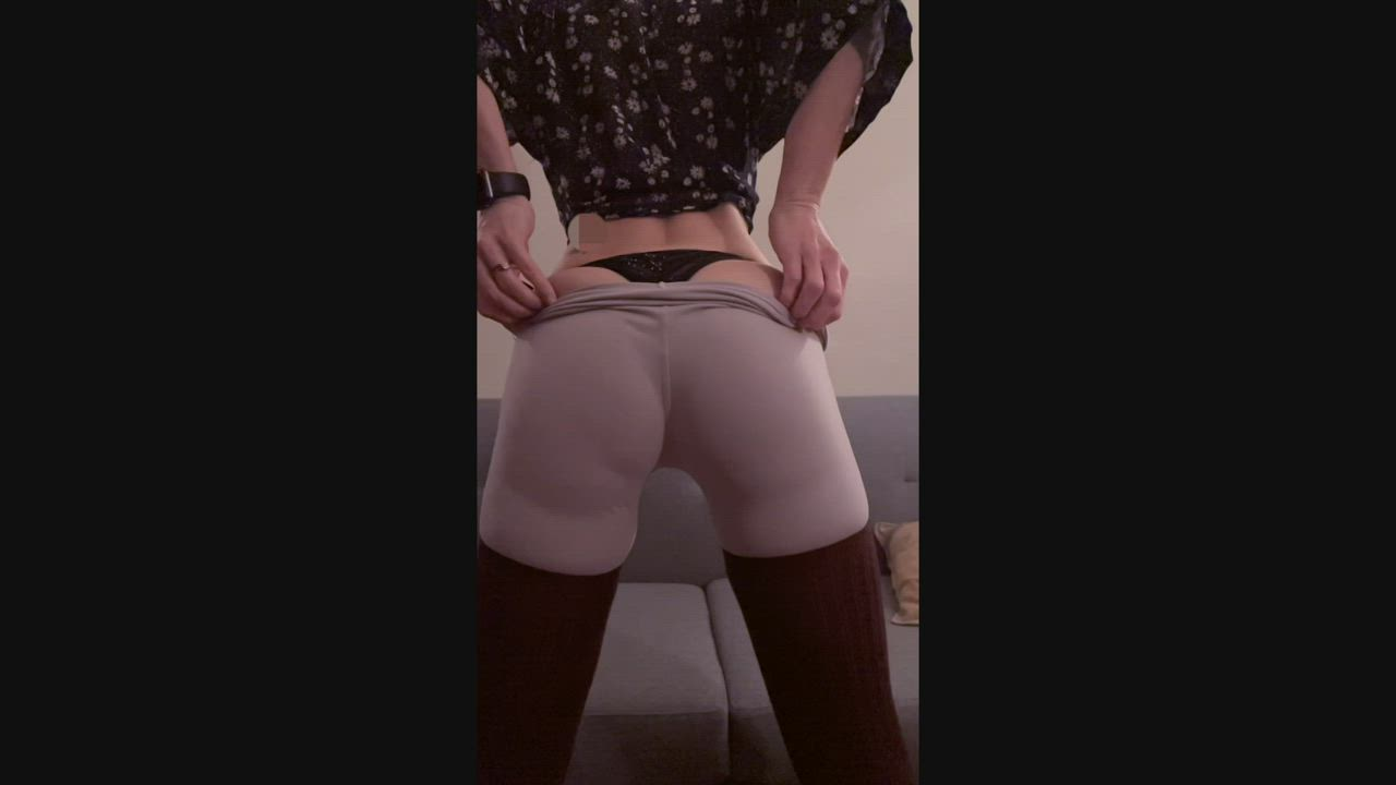 Wife's ass bouncing around in slo-mo with leggings. Some on/offhere. Sound up LOL!