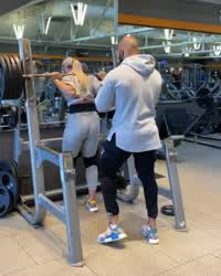@yanyahgotitmade squats 405 (with a spotter), then does some reps with 315 and 225.