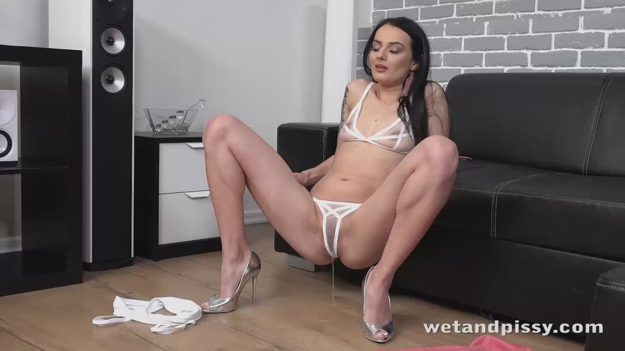 Maddi Black wets her panties and toys her piss soaked pussy