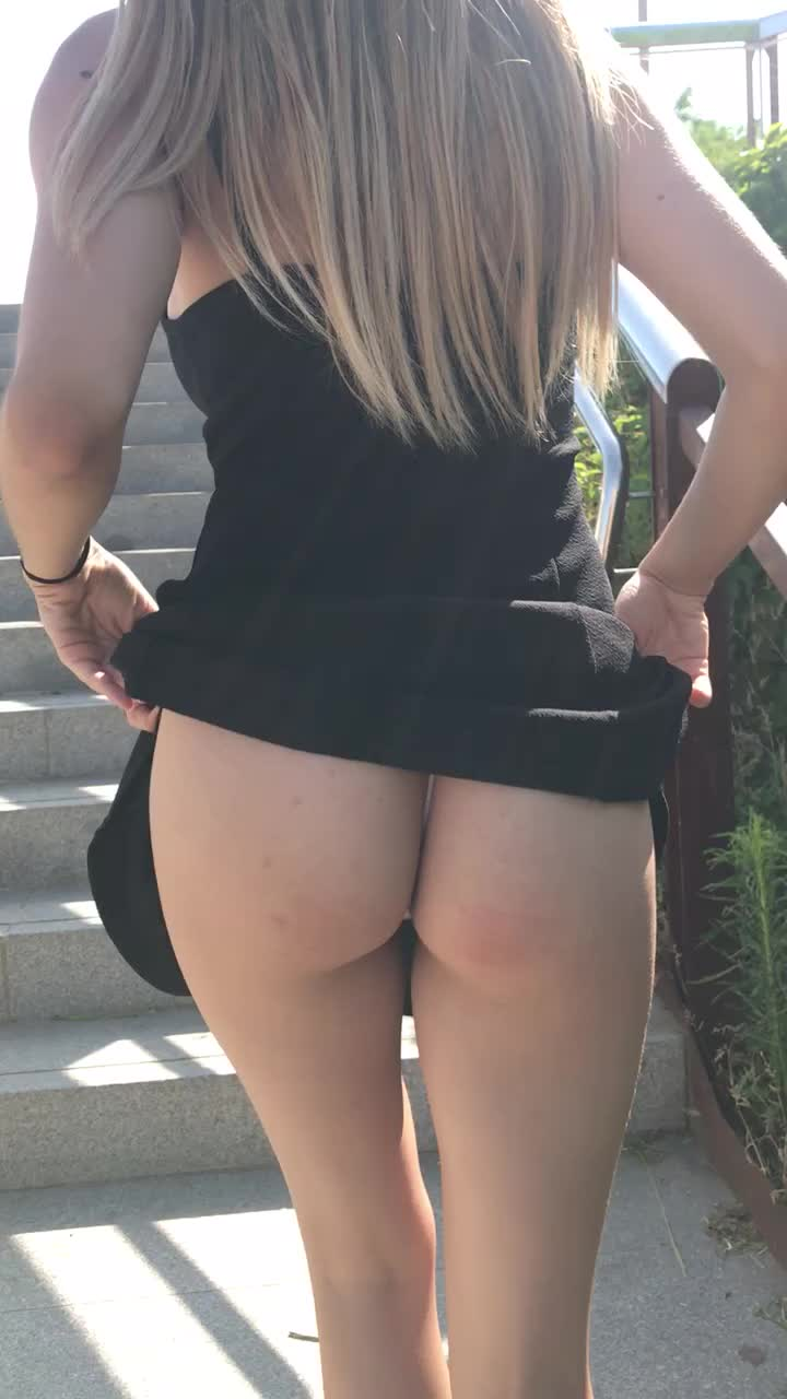 I love ridays and showing my ass, do you love watching it? 😍👩🏼