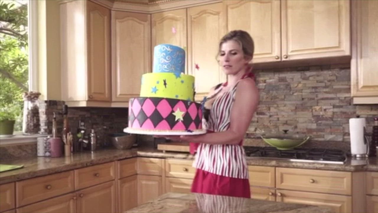 Mom punishes son for ruining her cake