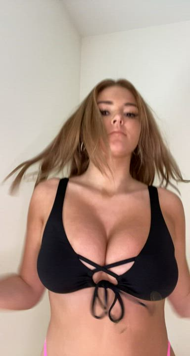 Good Morning Babes! Who wants to suck on my tits?