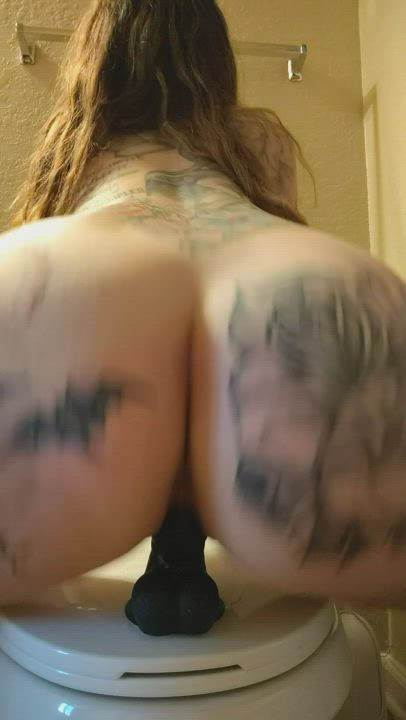 Perfect tattooed ass & wet pussy sounds.