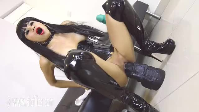 grinding Her Greedy Cunt On a Colossal Sex tool!