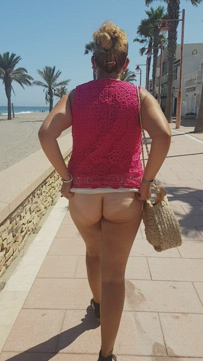 Oh i so miss summer, and being able to be naughty and flash... and going for walking in my see through skirts, with my butt plug in my ass!