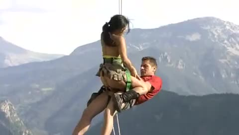 Couple has risky sex in the mountains
