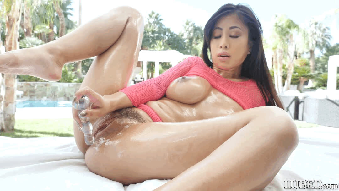 Jade Kush - Oiled and Dangerous [Gif] [15 seconds]