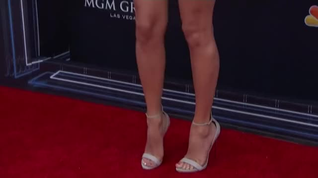 taylor Swift's legs in heels make me pant and moan so so harddd