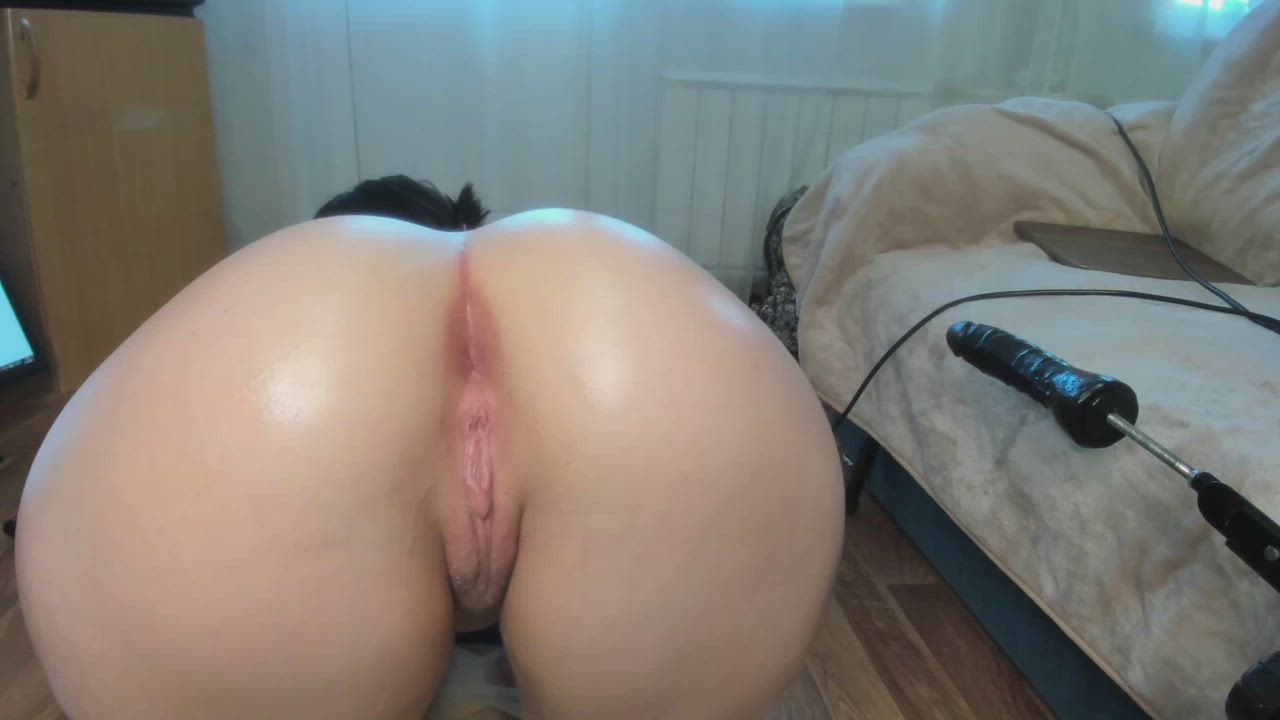 round sexy booty and juicy wet pussy