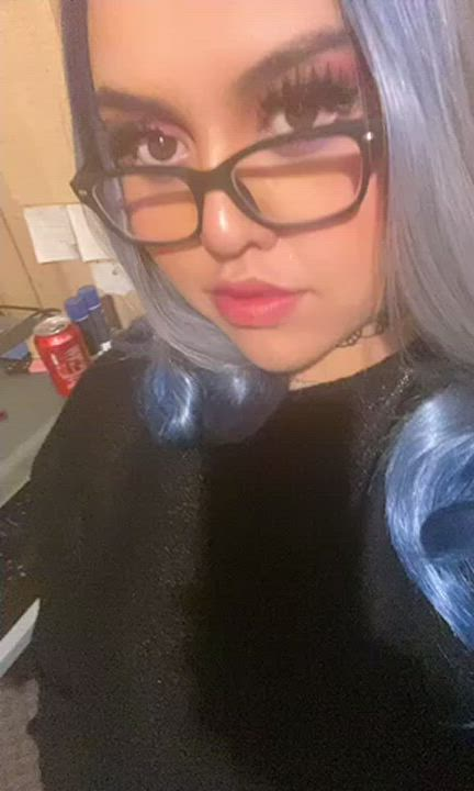 Do you like mommy's hair Color and glasses?