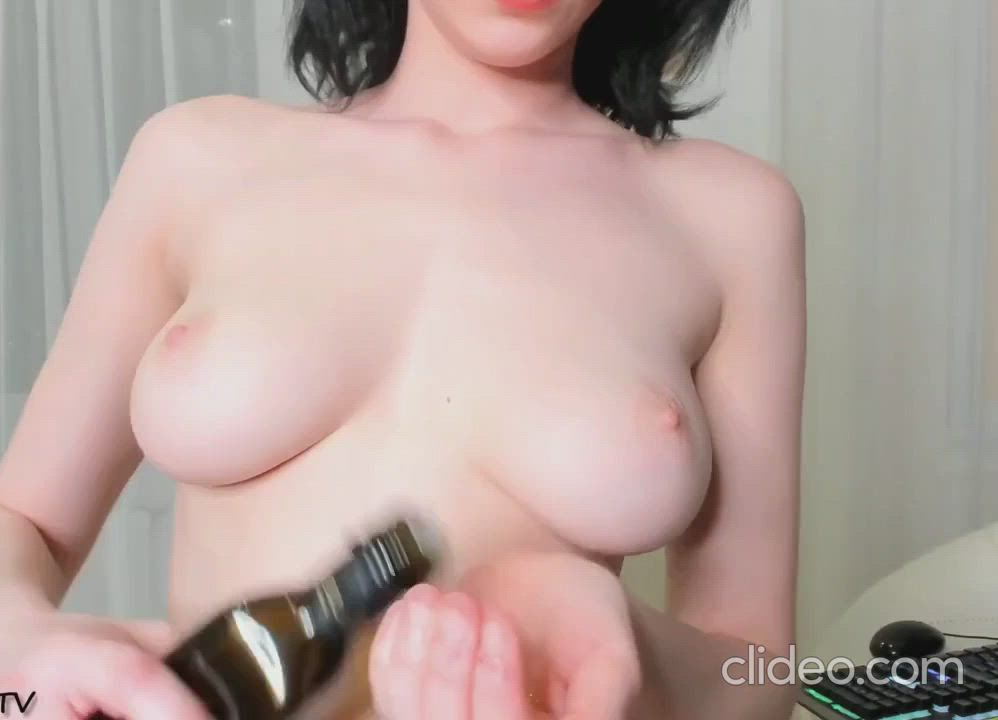 Oiled up Titties!